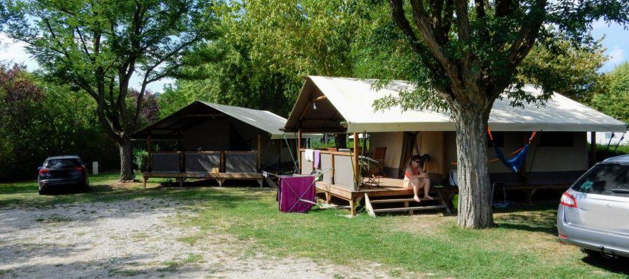 lodge kenya trigano location insolite camping château drôme flower (5)