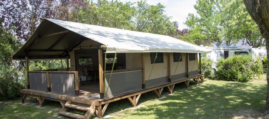camping-hauterives-drome-trigano-vintage-facteur.cheval